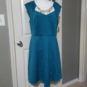 GOLD NECKLACE TEAL DRESS